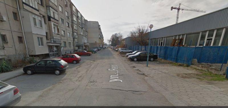 Жители на цял блок в Смирненски искат да си направят безплатно частни паркоместа