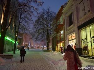 Нова порция сняг в Пловдив! Натрупва повече от 10 сантиметра