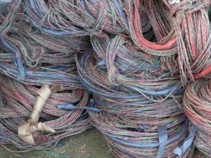 Задигнаха 60 метра проводници от района на жп прелез в Стамболийски