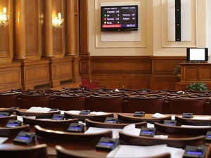 Като пред уволнение: Парламентът на два пъти не успя да събере кворум
