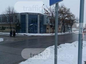 Спирките в Кършияка: Половин метър сняг стоят между рейсовете и пътниците