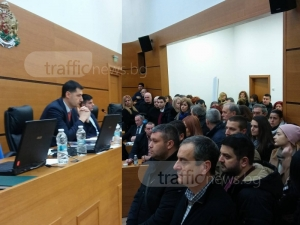 Десетки препълниха Общинския съвет в подкрепа на кмета Иван Тотев СНИМКИ