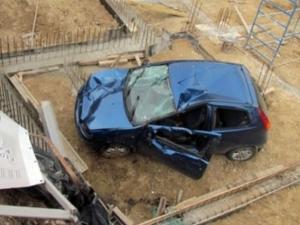 Заради жена, мъж потроши колата на съседа си