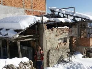Пенсионер от Смолян живее без ток, вода и отопление СНИМКИ