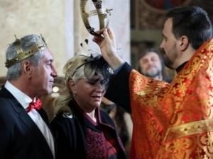 Най-богатата българка се омъжи в червено и черно СНИМКИ