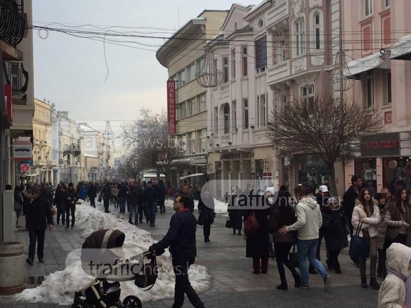 Затоплянето напълни Главната улица на Пловдив СНИМКИ