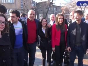 """Фенове на Локо и Ботев посрещнаха Бойко,  искат помощ и за стадион """"Пловдив"""""""