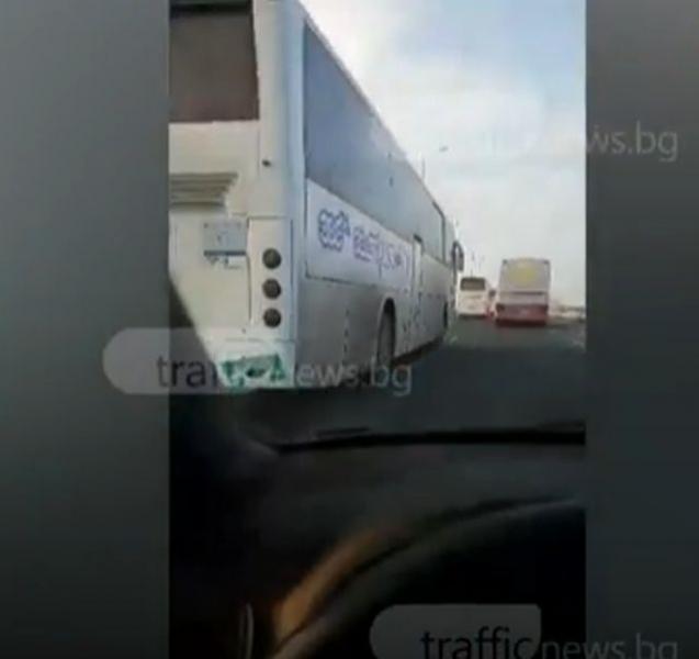 Лудост! Рейсове шпорят със 100 километра по надлез в Пловдив ВИДЕО
