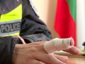 Полицаят, ухапан от младеж: Такава жестокост и ярост не съм виждал