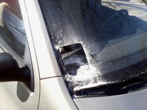 Започна се! Разбиха автомобил в пловдивско село заради винетката