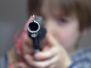 13-годишен допря пистолет в слепоочието на съученик в пловдивско школо