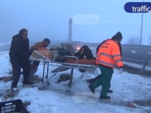 Режат краката на бездомния мъж, измъкнат от тоалетна край Пловдив ВИДЕО