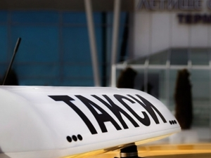 Таксиметров шофьор катастрофира и излъга собственика на колата, че е открадната