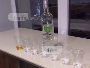 Ученици от Английската се наливат с водка в заведение за бързо хранене ВИДЕО