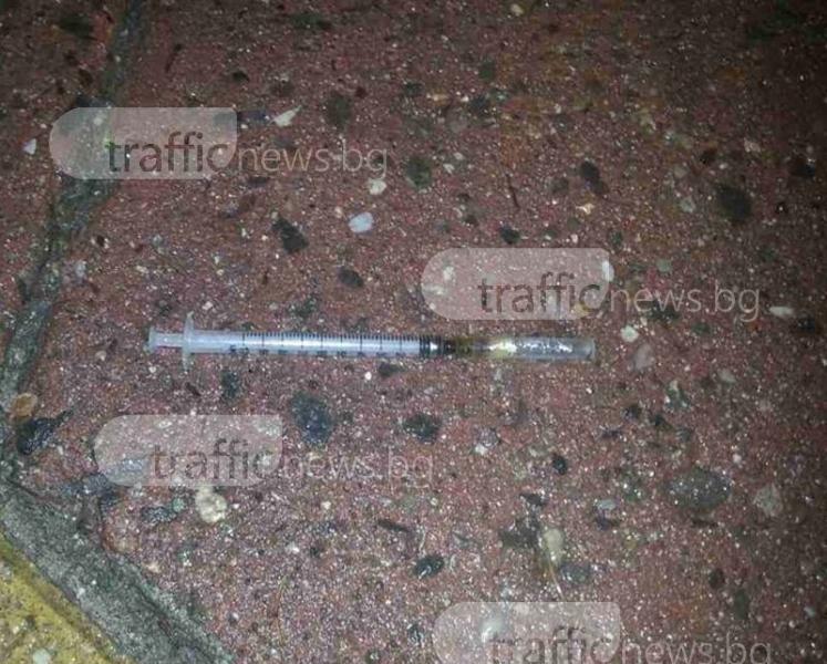 Спринцовки с хероин се търкалят по тротоара около Сточна гара СНИМКИ