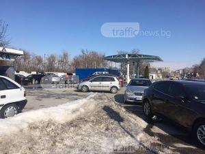 Опашки се вият пред автомивките в Пловдив! Чака се с часове СНИМКИ
