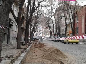 Изграждат паркинг в центъра на Пловдив, живеещите на улицата скочиха срещу него СНИМКИ