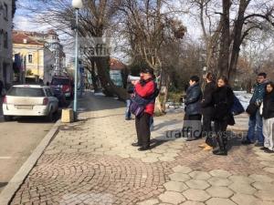 На протеста на ЕВН: 20 журналисти, 10 протестиращи СНИМКИ+ВИДЕО