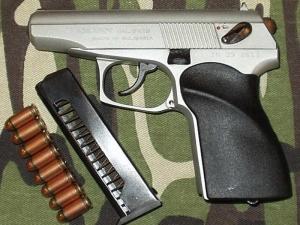 Оправдаха кмет за незаконен пистолет, открит в бельото на жена му