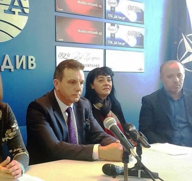 Лидерът на СДС в Пловдив се записа в бюрото по труда, взима близо 1700 лв. на месец