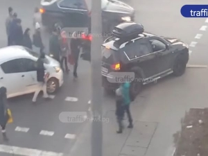 Засеченият джип първо ударил доставчика, а след това избягал между пешеходците ВИДЕО