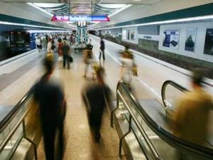 Бебе на борда! Закачват значки на бременните в софийското метро