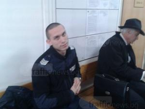 Полицай брани честта си в съда, шофьор го вини в рушветчийство СНИМКИ