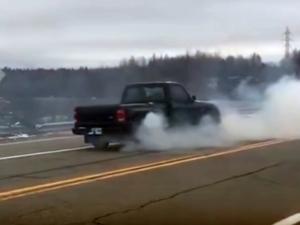 Вижте какво се случва, когато превключиш на задна, карайки с 65 км/ч ВИДЕО