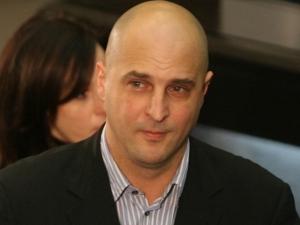 Певецът Светльо Витков се изправя срещу Борисов и Нинова