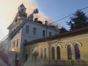 Огнен ад! Горят детска градина и католическа църква