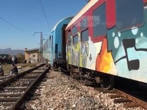 Влак блъсна мъж, пострадалият е откаран в болница