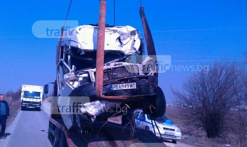 Първи СНИМКИ от тежката катастрофа край Пловдив, в която загина човек