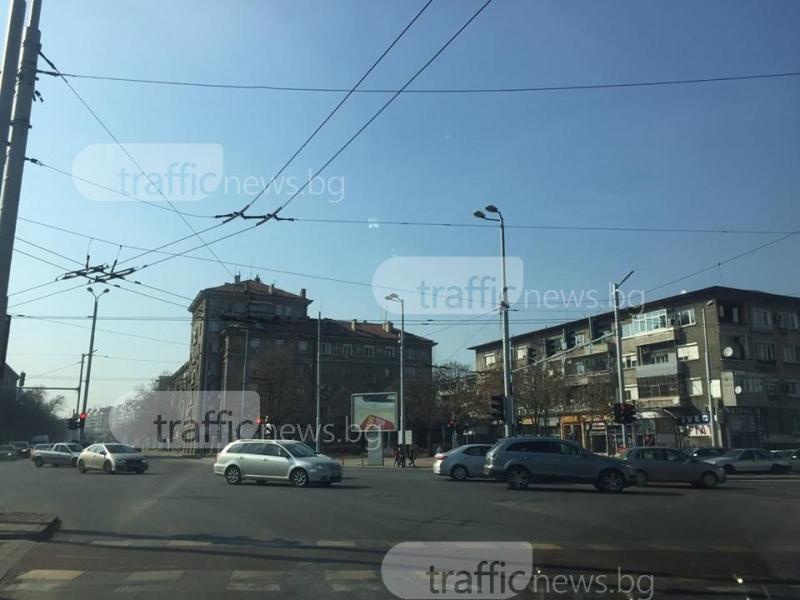"""Зверска тапа на булевард """"Източен"""", коли спират в кръстовището СНИМКИ"""