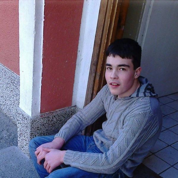 17-годишен пловдивчанин се нуждае от 10 000 евро, за да ходи