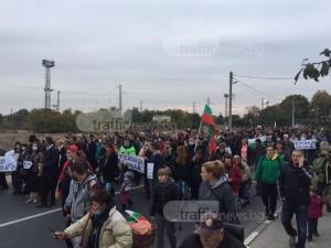 Жителите на Труд отново блокират Карловско шосе