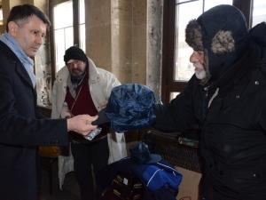 Търсят места в старчески дом за трима бездомници, спящи на гарата в Пловдив