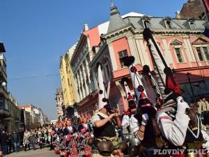 Кукерско шествие в центъра на Пловдив СНИМКИ