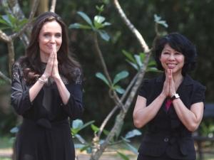 Джоли с нов филм, представи го в Камбоджа