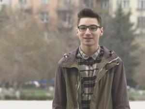 Запознайте се с Крис Захариев – момчето, което иска да промени света