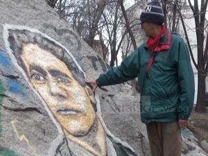 Пловдивчанин изрисува портрет на Левски върху Сахат тепе ВИДЕО