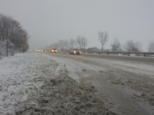"""Снегът """"затапи"""" магистралата към Пловдив"""