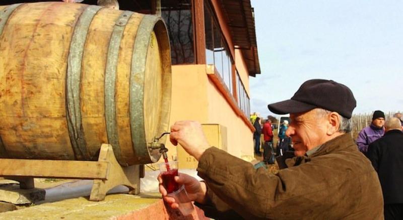 България назад в класацията по пиене на вино, Андора и… Ватикана издухаха всички