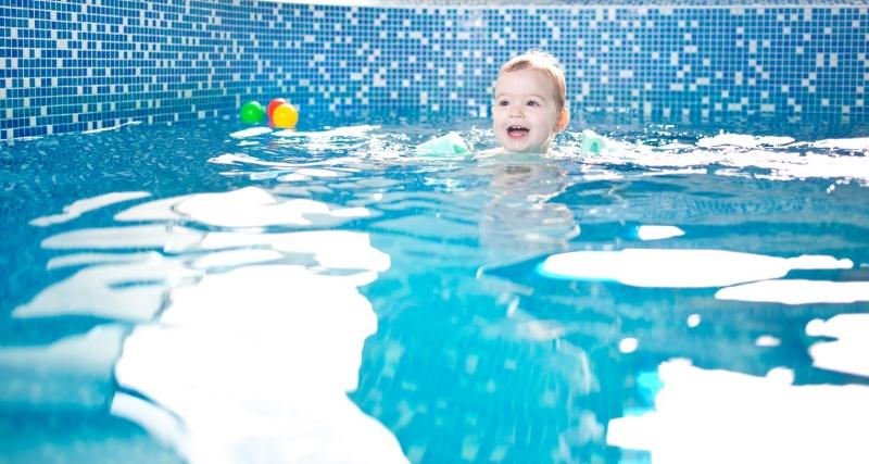 """ff36feeef12 Бебета амфибии плуват в басейна в """"Райски кът"""" в Пловдив ..."""