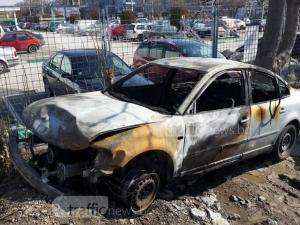 Пловдивчанин катастрофира, после избяга и подпали колата си
