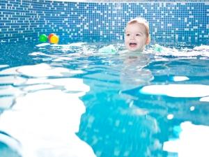 """Бебета амфибии плуват в басейна в """"Райски кът"""" в Пловдив"""