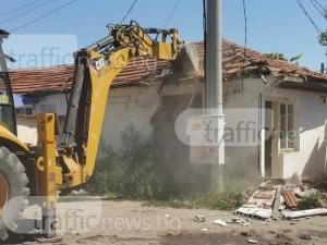 Багери пак влизат в Столипиново, за да бутат незаконни сгради ВИДЕО