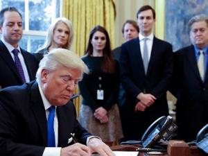 Американците в подкрепа на имиграционния указ на Тръмп