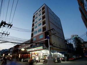 Пиян мъж падна от 9-я етаж и оцеля