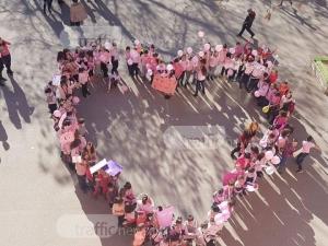 Ученици с розови фланелки изпълниха пловдивско школо СНИМКИ+ВИДЕО