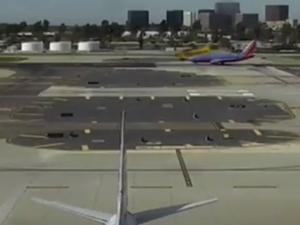 Харисън Форд с опасна маневра на летище в САЩ ВИДЕО